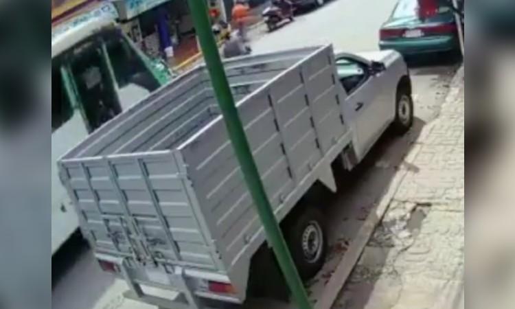 En CDMX, captan momento en que camión atropella a niña y la mata