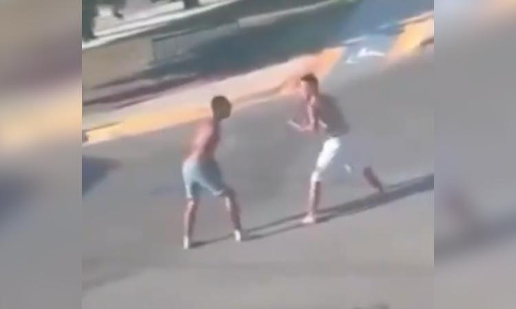 En Monterrey se arma pelea campal con piedras y hasta con machete