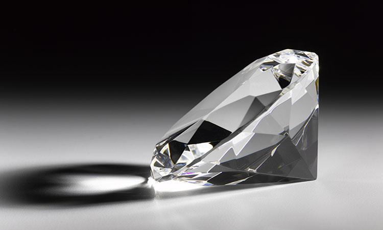 Subastarán diamante blanco de 102 kilates en Hong Kong
