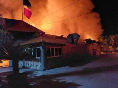 Guanajuato: Granadean e incendian restaurante en Celaya