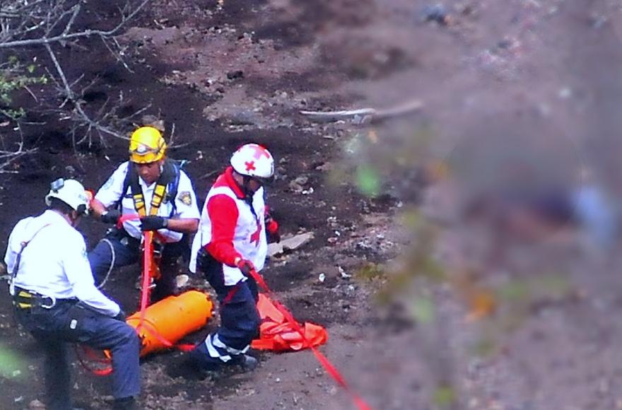 Rescatan a excursionista que cayó a cráter del volcán Xitle - Uno TV