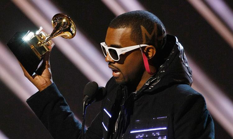 Kanye West orina grammy