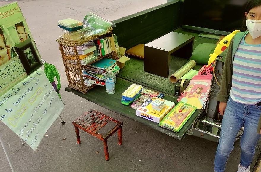 Tortillería de la CDMX adapta camioneta como salón de clases