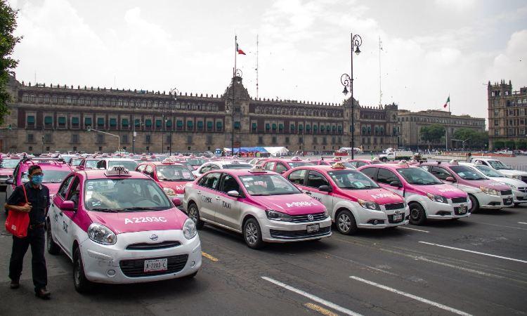Taxistas se manifiestan en CDMX; piden apoyos COVID-19