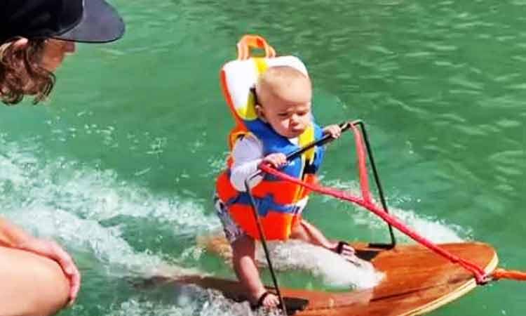 bebé esquí acuático