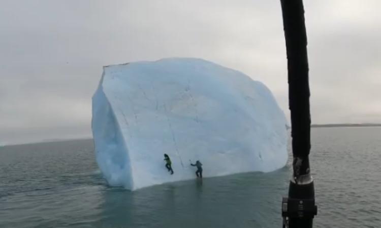 Escalaban un iceberg en el océano Ártico