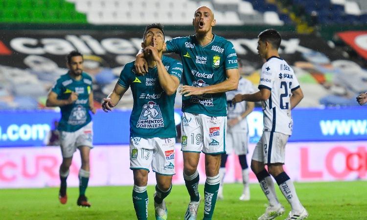 Ángel Mena provocó la expulsión de Talavera y marcó de penalti.