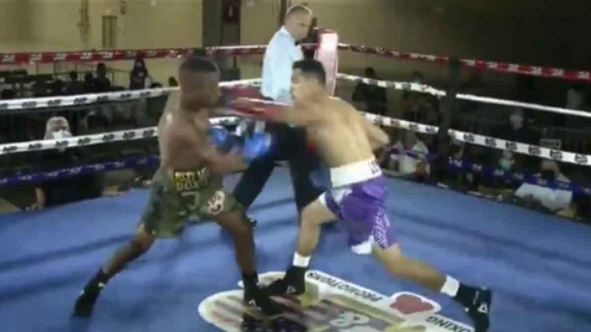 Boxeador noquea a su rival que queda de pie