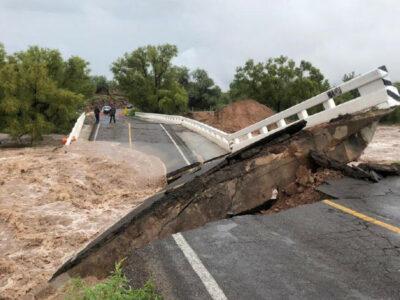 Colapsa puente de la carretera panamericana