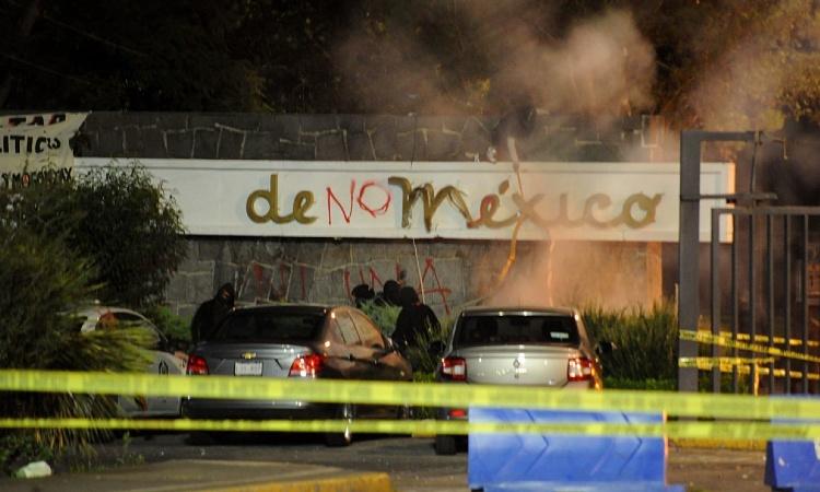 UNAM: Encapuchados vandalizan instalaciones en Ciudad Universitaria