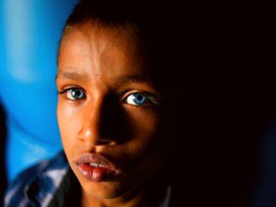 ojos azules en indonesia