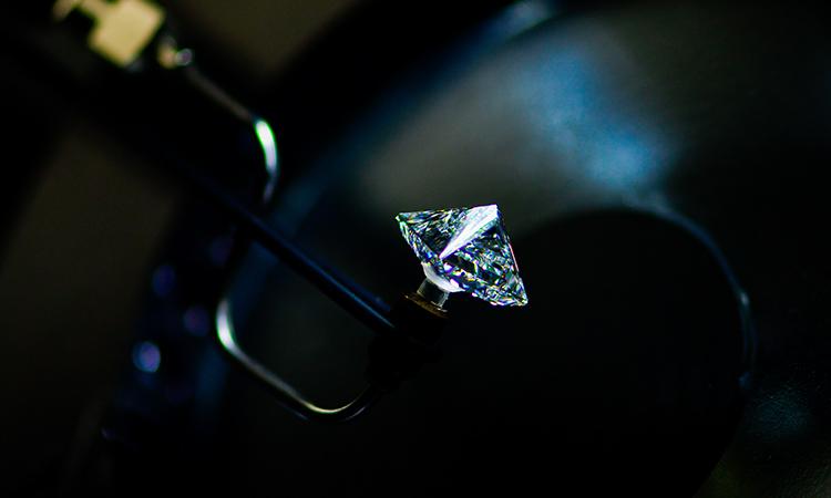 Diamante blanco subastado en 15 millones de dólares