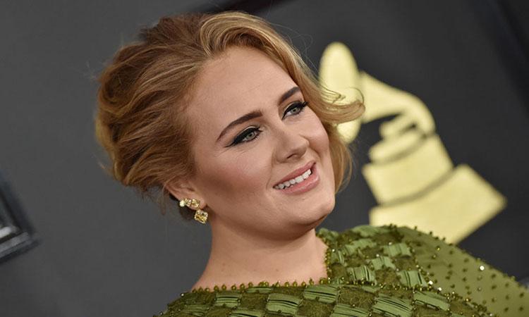 Adele reaparece en TV con increíble figura