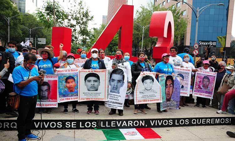 Caso Ayotzinapa: AMLO anuncia que faltan por ejecutar 27 órdenes de aprehensión