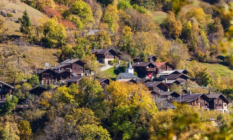 Suiza ofrece 70 mil dólares para vivir en Albinen con tu familia