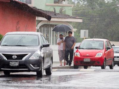 """Tormenta Tropical """"Zeta"""" se convertirá en huracán el martes, estima CONAGUA"""