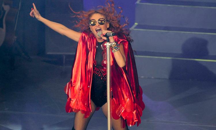 Paulina Rubia baila al rito de electrocumbia y enloquece a sus fans