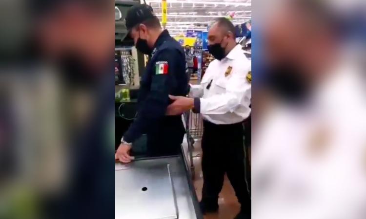 Edomex: cachan a poli fardero de Neza y lo exhiben en video