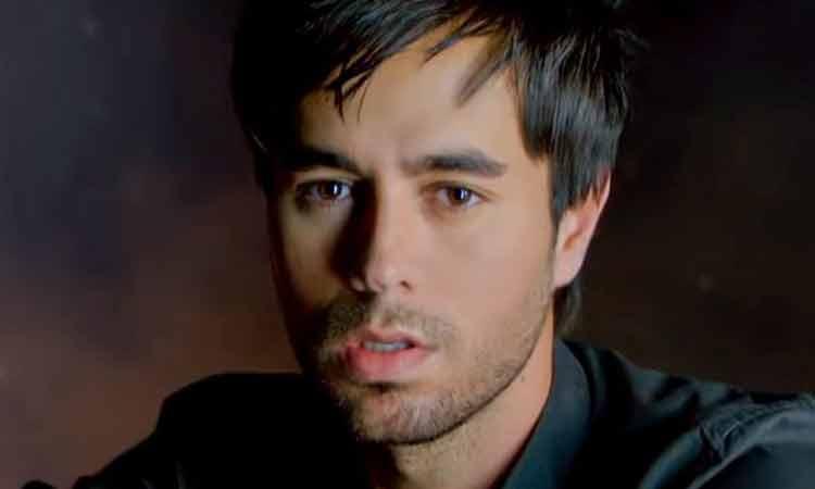 Enrique Iglesias recibe premio en Latin Billboard