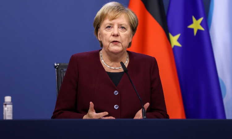 Merkel pide a alemanes quedarse en casa; reportan récord en contagios
