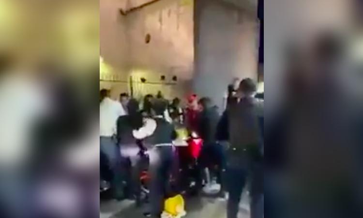 Michoacán: Policía decomisa carrito de elotes y se arma tremendo pleito