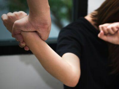 Acusan a profesor de Bachilleres 9 de golpear a mujer en clase virtual