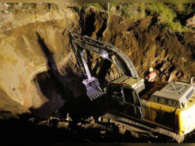 Muere hombre enterrado en noria de Colima; trabajan en sacar su cuerpo