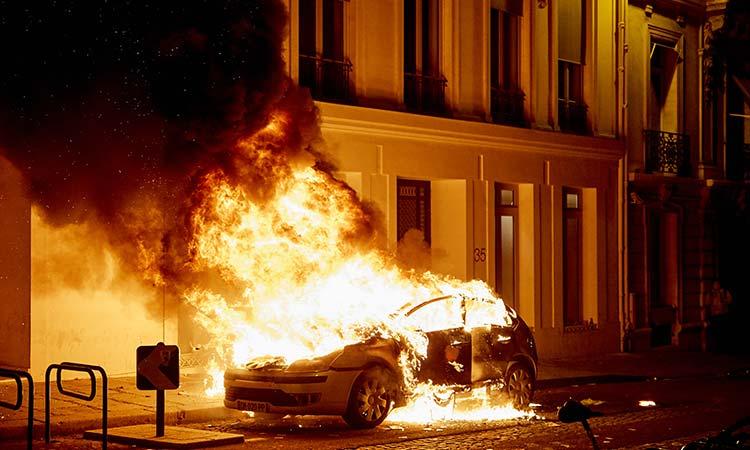 Poco común, pero autos pueden incendiarse; ve qué hacer y por qué pasa