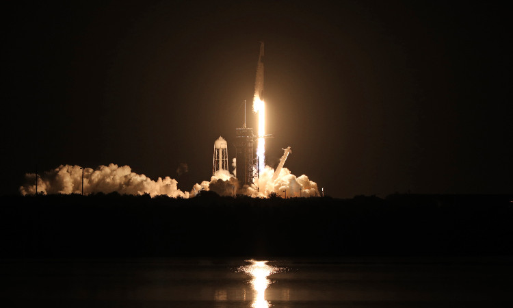Al infinito y más allá: ve imágenes de lanzamiento de SpaceX y NASA