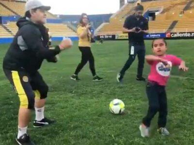 Diego Armando Maradona y su baile con niña de Sinaloa