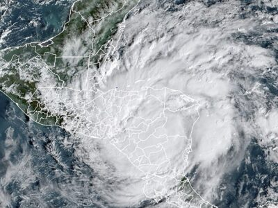 El huracán Iota se degrada a categoría 1