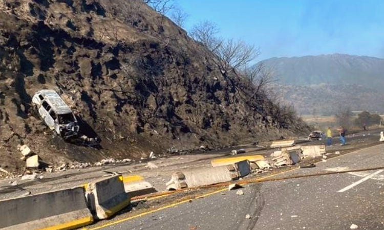 Nayarit: Explota pipa en carretera, deja más de 10 muertos