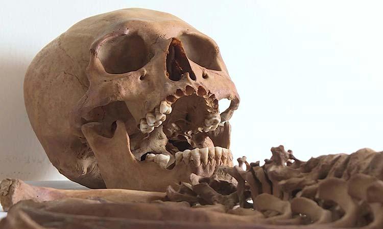 Encuentran en Perú restos de mujer que vivió hace 600 años