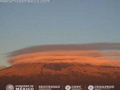 Volcán Popocatépetl forma nube lenticular
