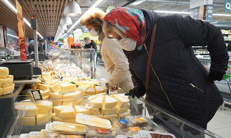 Estos quesos tienen más agua que leche, según Profeco