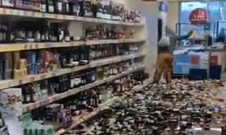 Reino Unido: mujer enloquece y rompe 500 botellas de alcohol