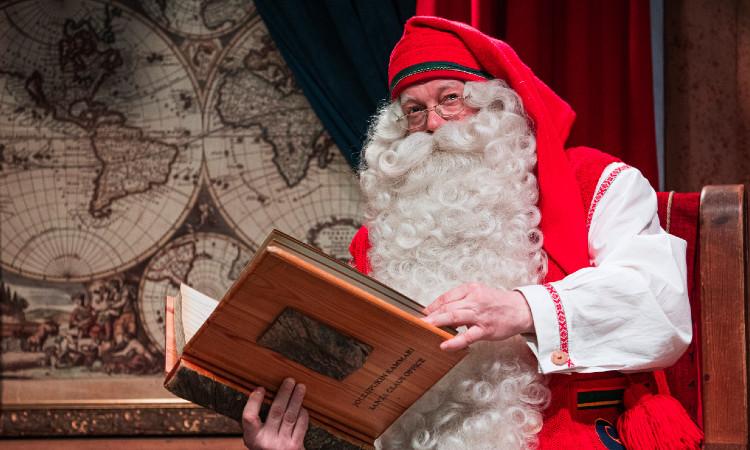 ¿Cuál es el origen de Santa Claus y por qué viste de rojo?