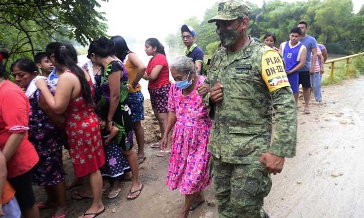 En Tabasco, Sedena apoya con Plan DN-III tras inundaciones