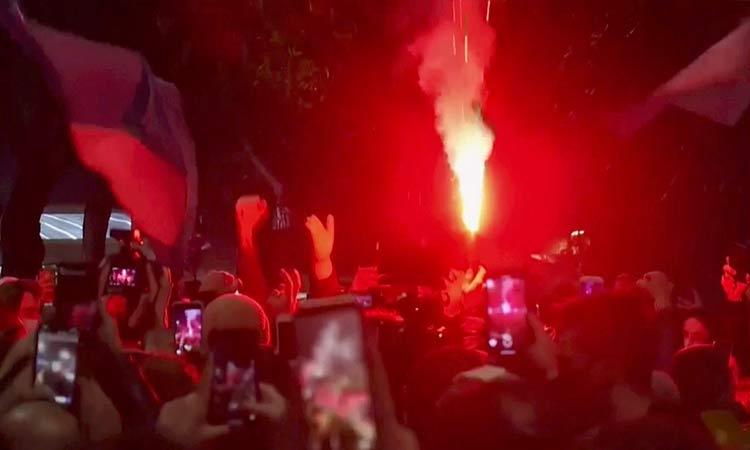 Hinchas del Nápoles rinden homenaje a Maradona