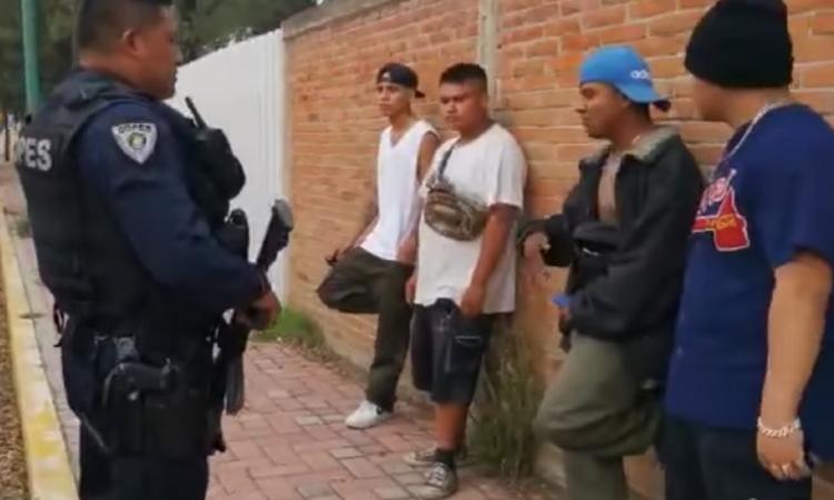 Tlaxcala: jóvenes rapean a policías para no ser detenidos