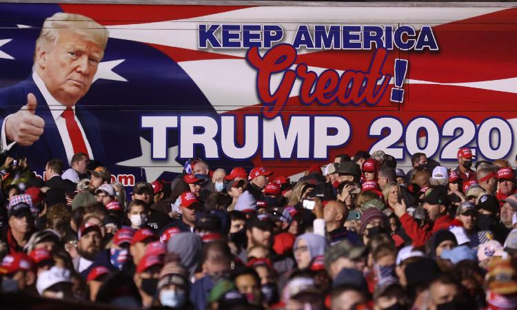 El presidente Trump visitó 5 estados clave este domingo