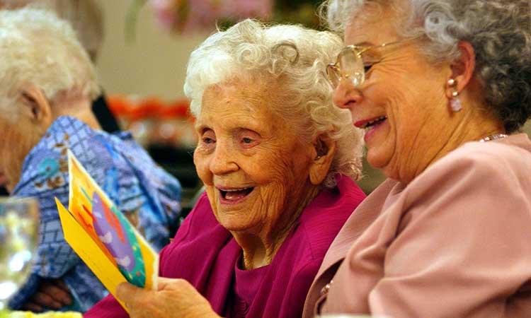 Las pensiones para adultos mayores y niños con discapacidad subirán en 2021.