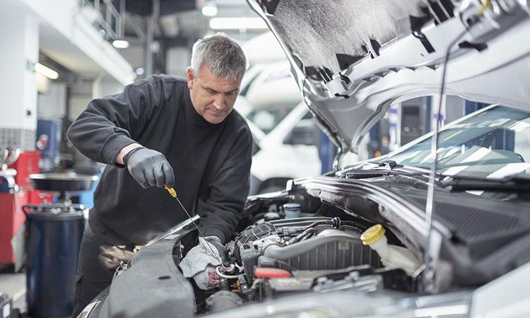 ¿Se debe calentar el automóvil cuando hace frío?, esto dicen expertos