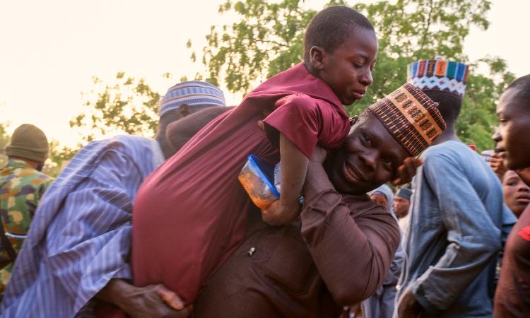 Yihadistas afiliados al grupo Estado Islámico en África del Oeste (Iswap) mataron el sábado por la noche a cinco soldados nigerianos en una emboscada contra un convoy militar en el Estado de Borno (noreste de Nigeria), anunciaron este domingo fuentes de seguridad.