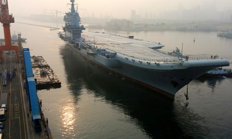 La marina y la fuerza aérea de Taiwán desplegaron fuerzas el domingo cuando el portaaviones más nuevo de China, el Shandong, y su grupo de apoyo navegaron a través del estrecho de Taiwán, un día después de que un buque de guerra estadounidense transitó por la misma ruta.