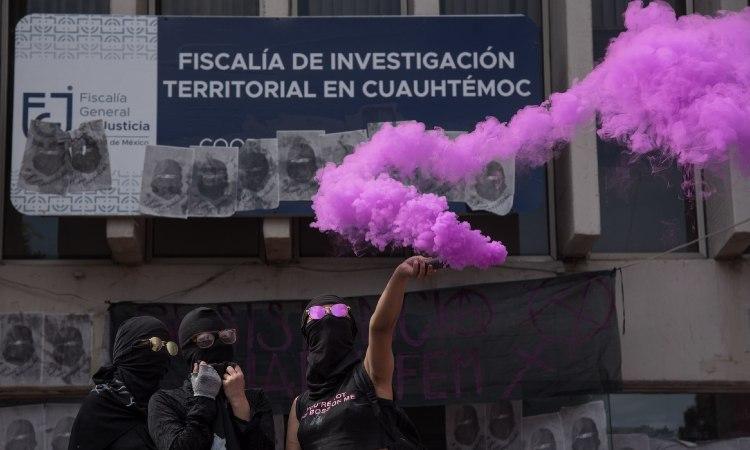 Marcha en CDMX: Feministas se manifiestan en alcaldía Cuauhtémoc