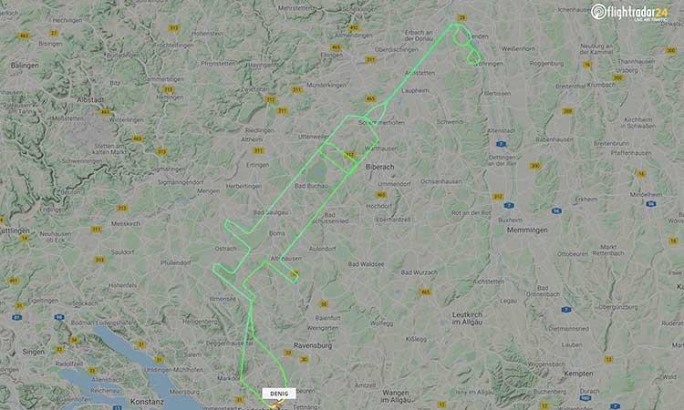COVID-19: piloto dibuja jeringa por inicio de vacunación en Europa