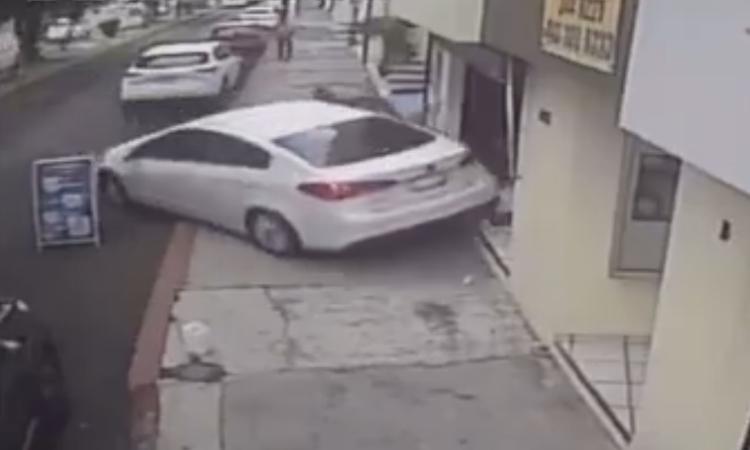 Michoacán: ladrones tratan de asaltar a automovilista y los atropella