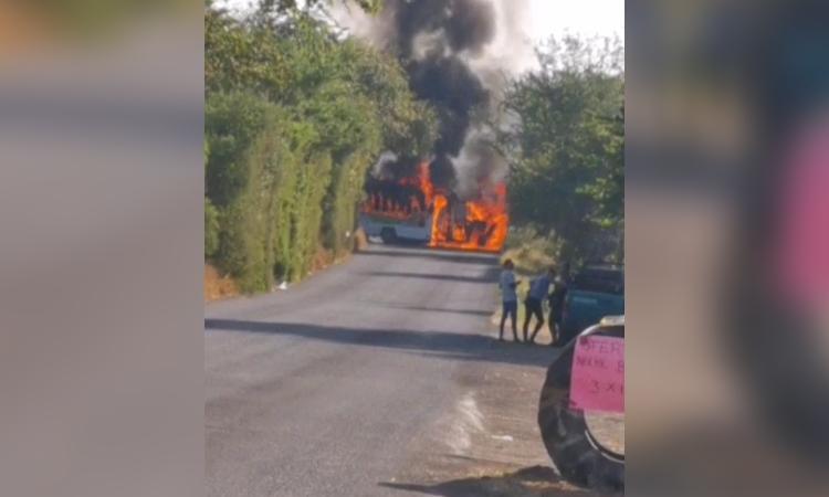 Michoacán: reportan bloqueo en tramo Apatzingán-Aguililla
