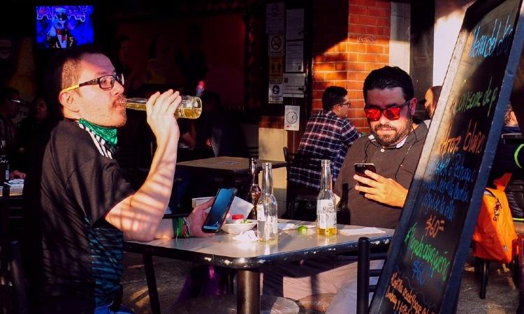 ¡No hacen caso! Así operan bares clandestinos en CDMX pese a restricciones